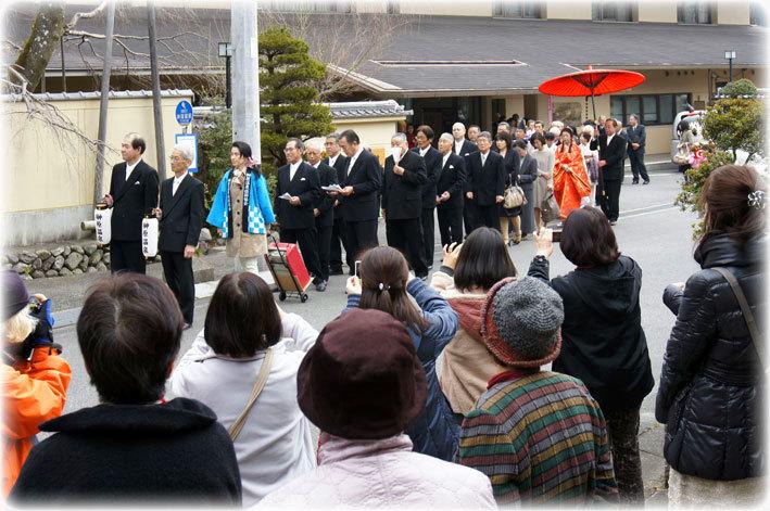 明日は射山神社で記念婚式_b0145257_16210306.jpg
