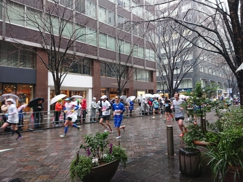 東京マラソン2019 ボランティア終了後は、朝ご飯と、応援!_c0100865_18512519.jpg