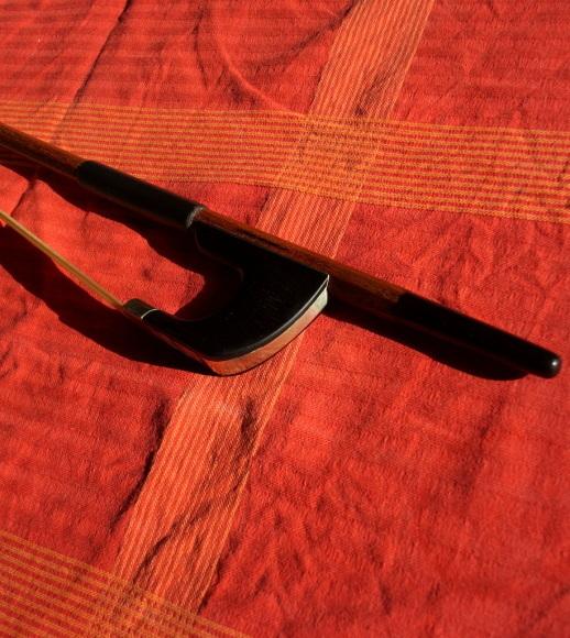 A.ニュルンベルガー作の新しい弓。_c0180686_21052651.jpg