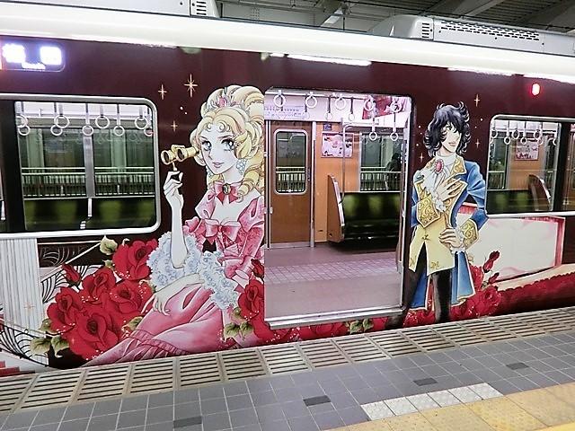 藤田八束の鉄道写真@お洒落な阪急電車は私達西宮の自慢の電車です、宝塚線に池田理代子先生のラッピング電車「宝夢」が走っています_d0181492_13301844.jpg