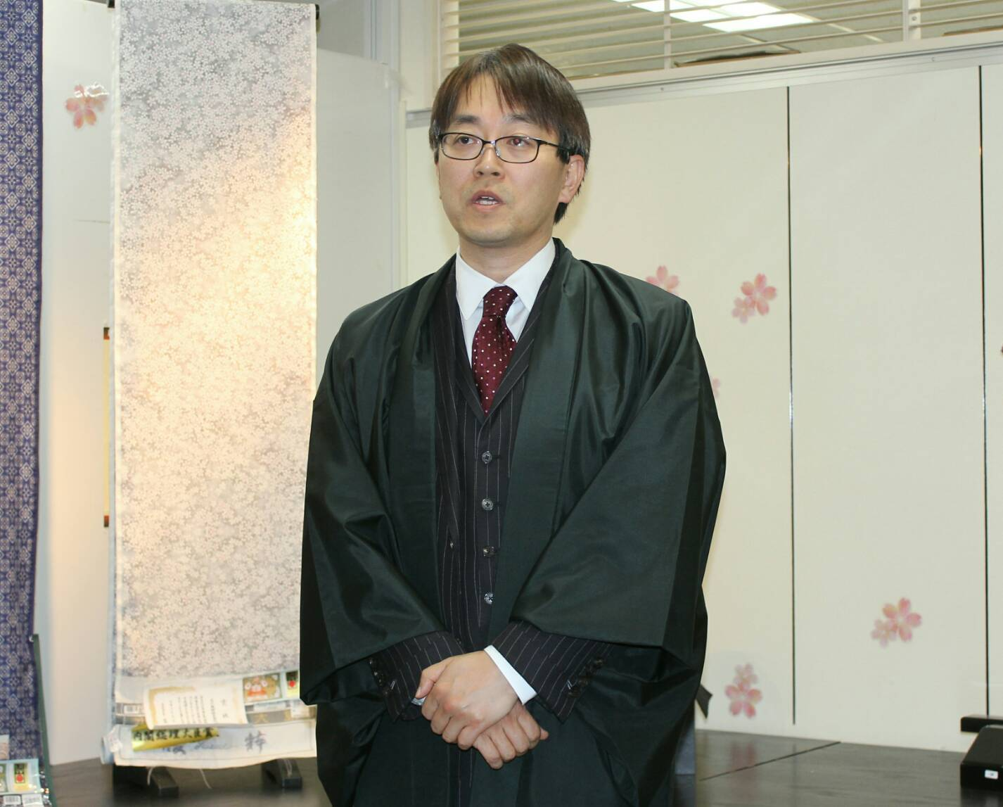 羽生善治九段へ本場大島紬の贈呈/御報告_e0194629_13043135.jpg