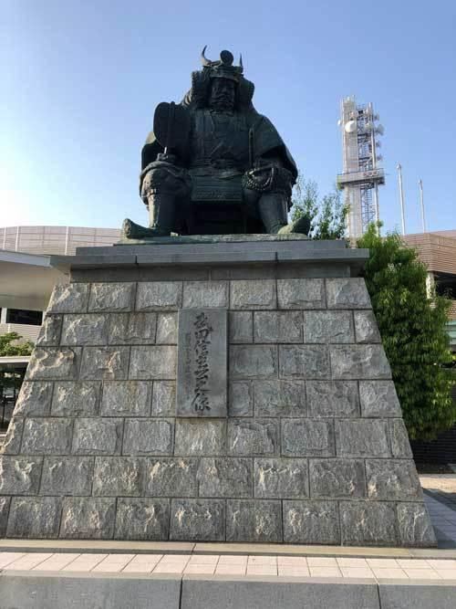 甲府駅前にはレンタカーサービスあります。_b0151362_21251495.jpg