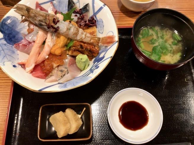 上品な海鮮丼。──「割烹 むら井」(金沢の旅 その14)_d0352022_15165760.jpg