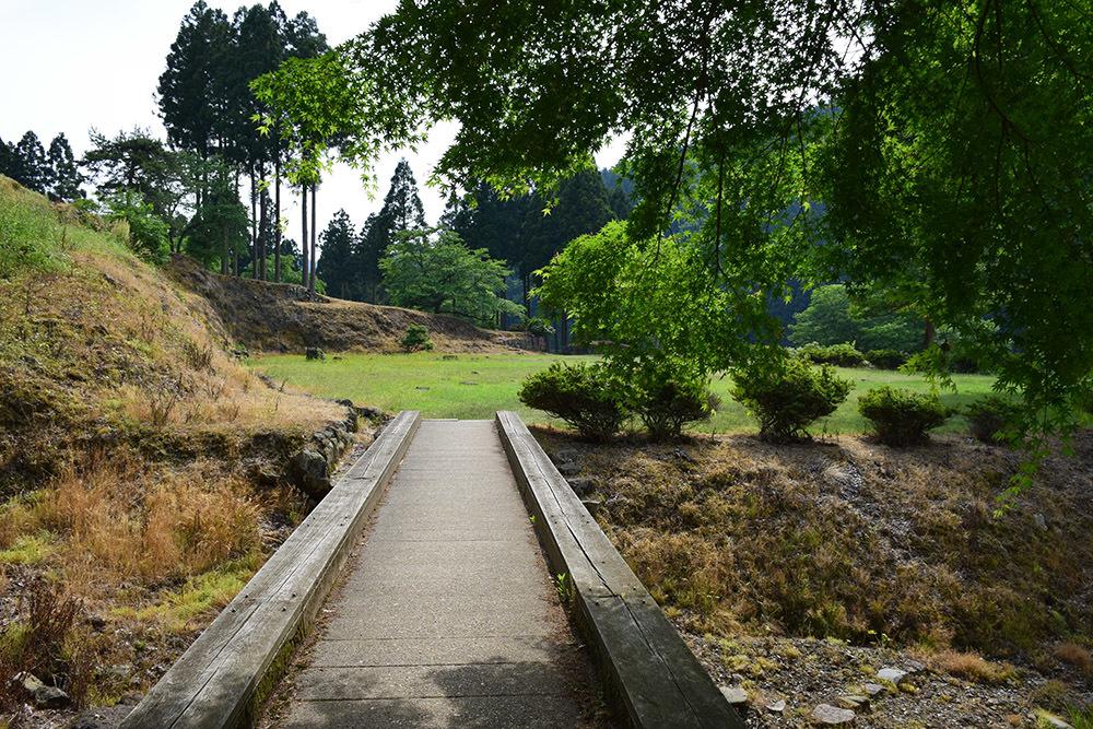 一乗谷朝倉氏遺跡を歩く。 その4 「庭園~中の御殿跡~諏訪館跡」_e0158128_19464113.jpg