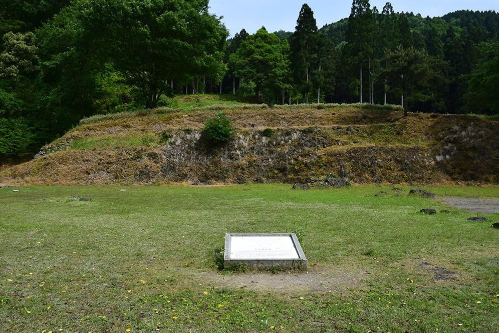 一乗谷朝倉氏遺跡を歩く。 その4 「庭園~中の御殿跡~諏訪館跡」_e0158128_19534315.jpg