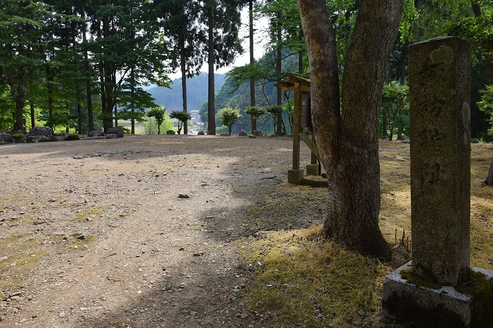 一乗谷朝倉氏遺跡を歩く。 その4 「庭園~中の御殿跡~諏訪館跡」_e0158128_20004703.jpg
