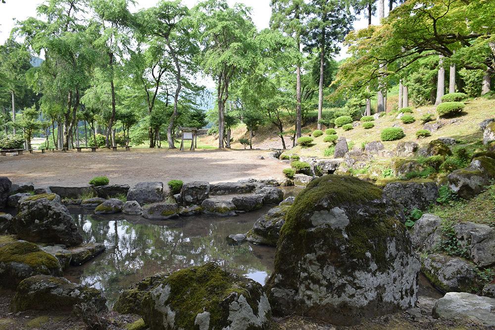 一乗谷朝倉氏遺跡を歩く。 その4 「庭園~中の御殿跡~諏訪館跡」_e0158128_20064640.jpg