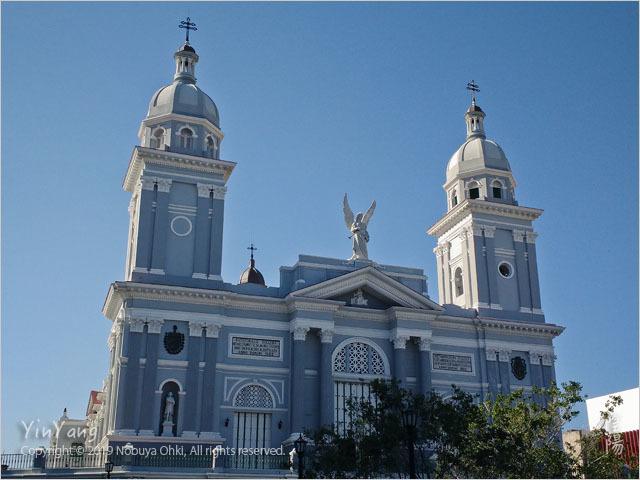 朝の聖堂、サンティアゴ・デ・クーバ_e0139738_12004226.jpg