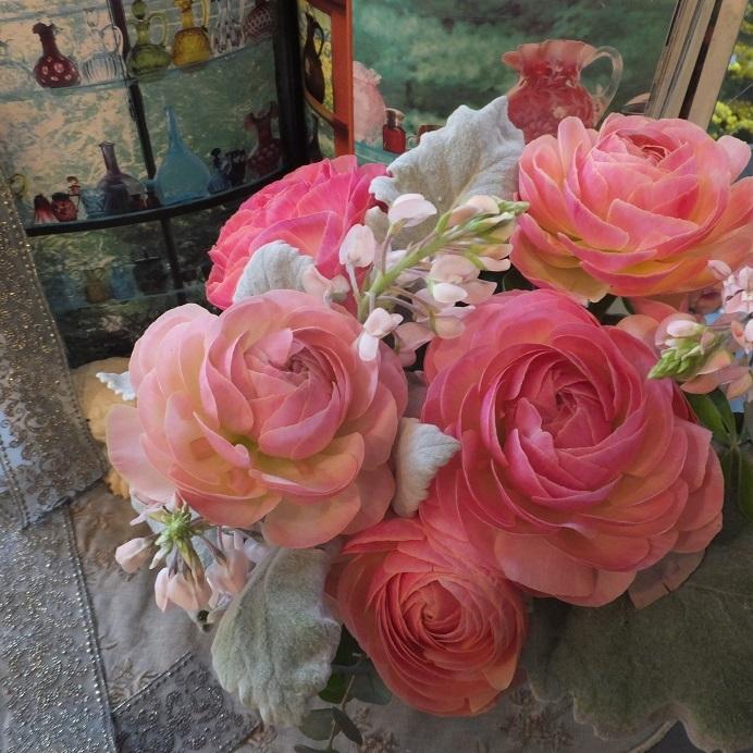 オークリーフ(ピンクのラナンキュラスを入れたアレンジメント)_f0049672_13072774.jpg
