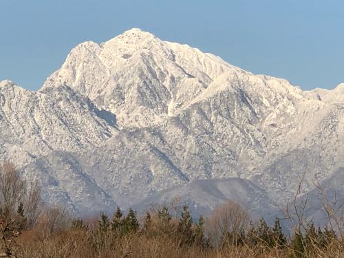 真っ白な甲斐駒、まさか3月になってこんなに雪が降るとはおもいませんでした。_d0338282_11181877.jpg