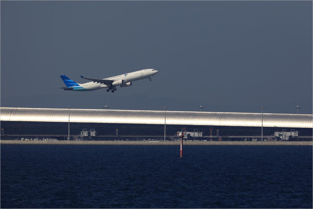 銀色の輝き - 関西国際空港_c0308259_00361152.jpg