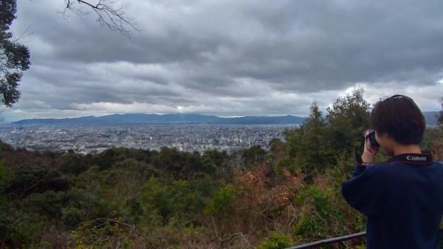 2019早春の京都と大津をめぐる (4) 京都東山の山頂、将軍塚に登る。_f0100593_09170846.jpg