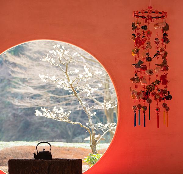 北鎌倉 明月院の丸窓とつるし雛_b0145398_00023788.jpg