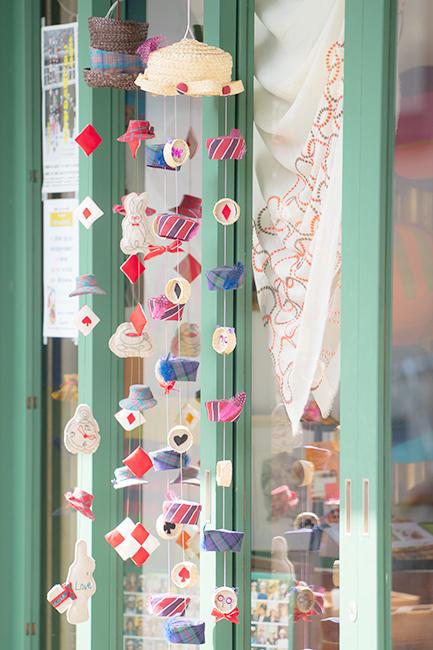 北鎌倉 明月院の丸窓とつるし雛_b0145398_00073507.jpg