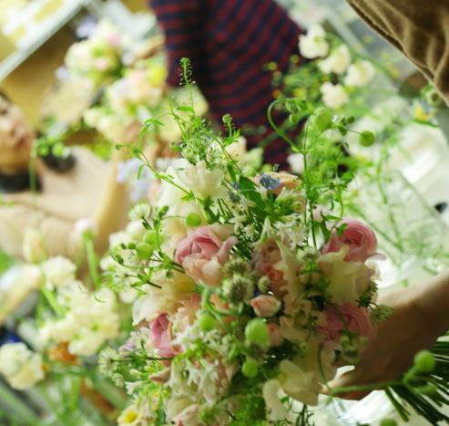 3月7日生花レッスン 春の小花がとぶとぶなブーケ メラスファエルラ!_a0042928_12525068.jpg