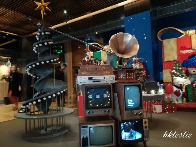 遮打大廈のクリスマスデコレーション_b0248150_05004327.jpg