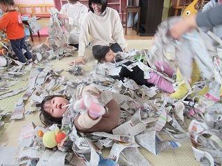 新聞で遊ぼう!_f0202388_07164306.jpg