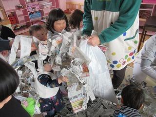 新聞で遊ぼう!_f0202388_07170897.jpg