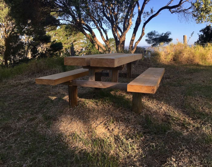 ファームの新しい家具/ Our New Outdoor Furniture_e0310424_17101390.jpg