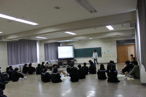 三条市立第二中学校において「世界の紛争をのぞいてみると」ワークショップを行いました_c0167632_17002360.jpg