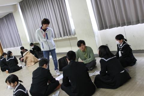 三条市立第二中学校において「世界の紛争をのぞいてみると」ワークショップを行いました_c0167632_17003655.jpg