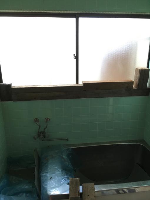お風呂場その5。下側のタイル貼っていきますー!_f0182246_21170059.jpg