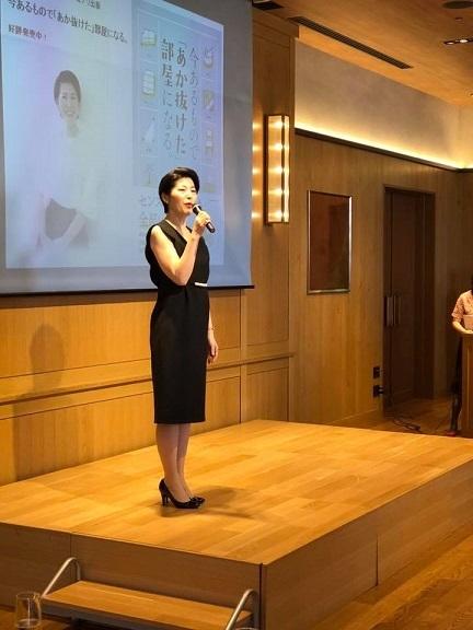 荒井詩万さんの出版記念パーティーに行ってきました。_e0133255_16042710.jpg