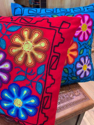 新作!テーマは愛のハート柄アルパカワンピース ・ayacucyo手刺繍ペルー雑貨・天然素材小花柄の前開きワンピース_d0187468_19003253.jpg