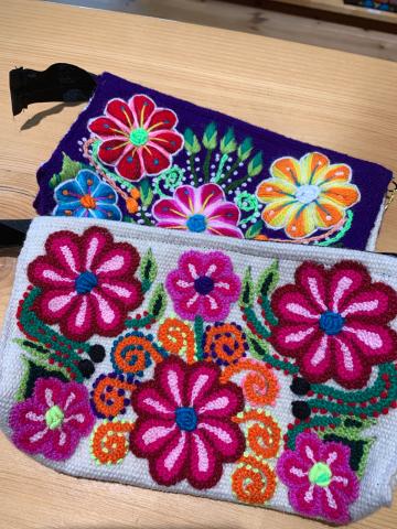 新作!テーマは愛のハート柄アルパカワンピース ・ayacucyo手刺繍ペルー雑貨・天然素材小花柄の前開きワンピース_d0187468_19015384.jpg