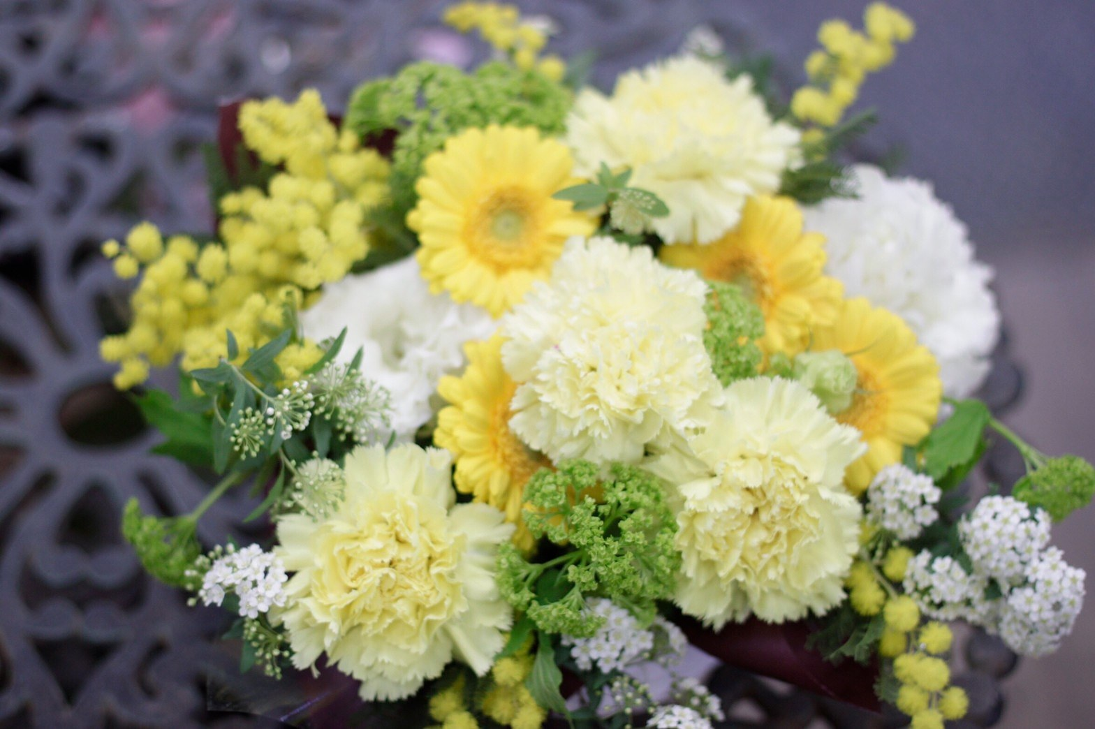 ミモザアカシアが入った淡い黄色のアレンジメント♪_f0213974_00593666.jpg