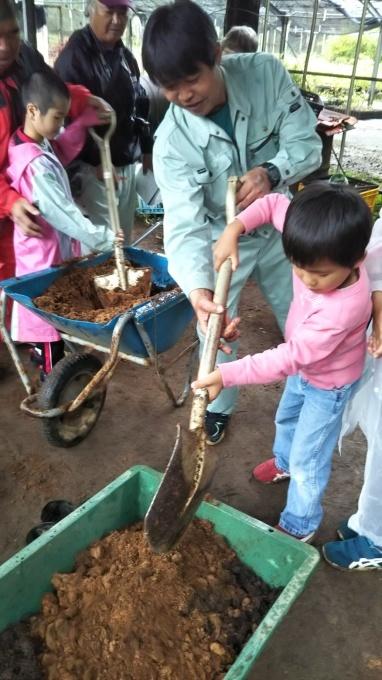 第8回くんじゃん山学校 どんぐりを植えよう!_f0121321_15572473.jpg