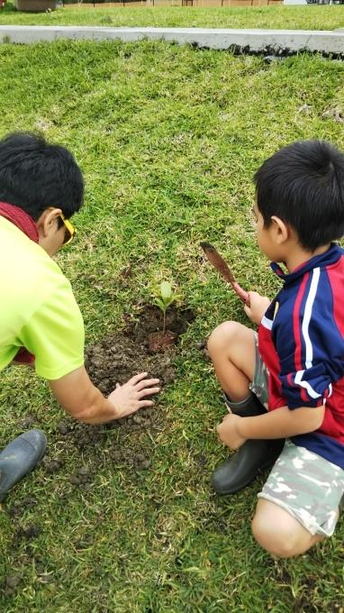 第8回くんじゃん山学校 どんぐりを植えよう!_f0121321_17000909.jpg
