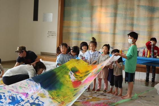 第5回こども美術教室 ~ 布に描く ~_e0222340_14501346.jpg