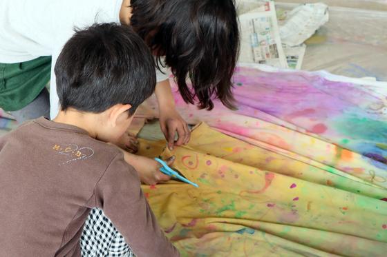 第5回こども美術教室 ~ 布に描く ~_e0222340_14561348.jpg