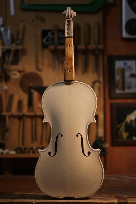 ホワイトヴァイオリンのご紹介_a0197551_15075372.jpg