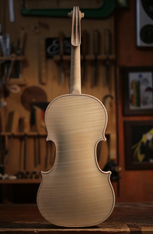 ホワイトヴァイオリンのご紹介_a0197551_15101478.jpg