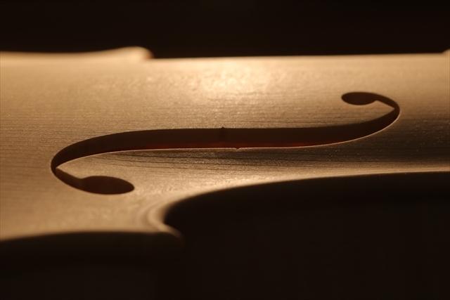 ホワイトヴァイオリンのご紹介_a0197551_15111487.jpg