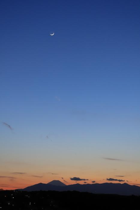 富士山と三日月。_f0348831_23512703.jpg