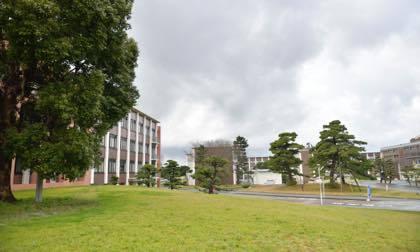 鳥取大学さんでの撮影......降ったり止んだりおまけに風強し...._b0194185_20265569.jpg