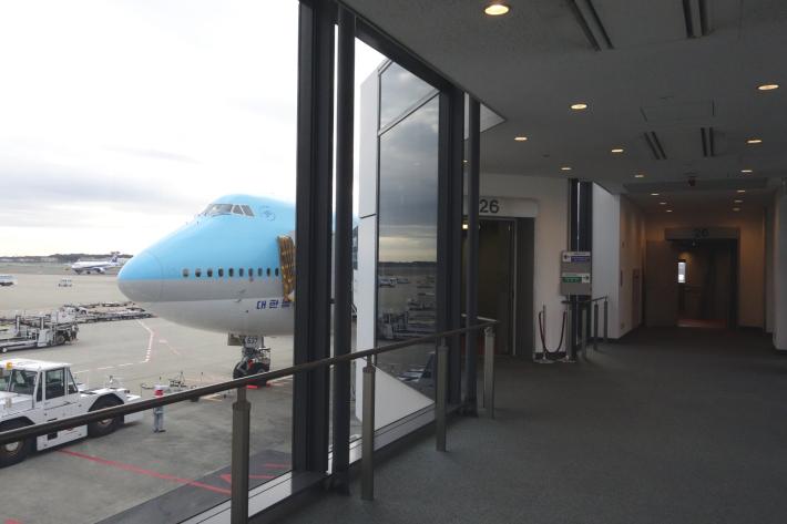 大韓航空 KE704便 成田ー仁川 ビジネスクラスの機内食と機材 B747-8i 2018年12月 大田・ソウルの旅(1)_f0117059_16435161.jpg