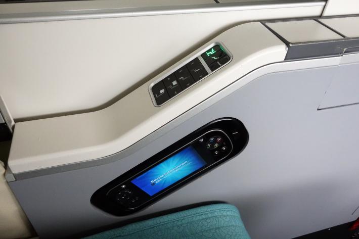 大韓航空 KE704便 成田ー仁川 ビジネスクラスの機内食と機材 B747-8i 2018年12月 大田・ソウルの旅(1)_f0117059_17031388.jpg