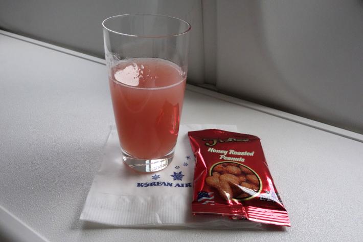 大韓航空 KE704便 成田ー仁川 ビジネスクラスの機内食と機材 B747-8i 2018年12月 大田・ソウルの旅(1)_f0117059_17034310.jpg