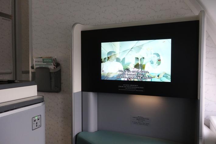 大韓航空 KE704便 成田ー仁川 ビジネスクラスの機内食と機材 B747-8i 2018年12月 大田・ソウルの旅(1)_f0117059_17035928.jpg