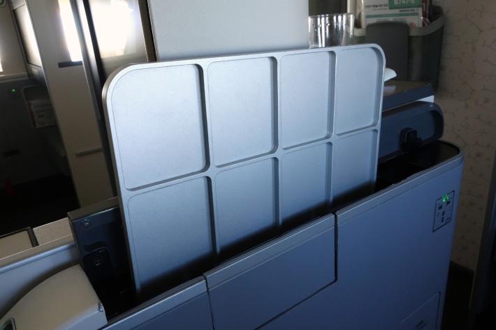 大韓航空 KE704便 成田ー仁川 ビジネスクラスの機内食と機材 B747-8i 2018年12月 大田・ソウルの旅(1)_f0117059_17055005.jpg