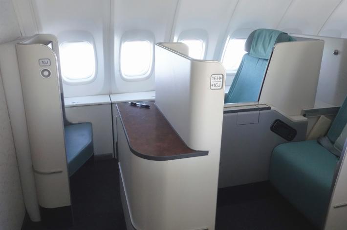 大韓航空 KE704便 成田ー仁川 ビジネスクラスの機内食と機材 B747-8i 2018年12月 大田・ソウルの旅(1)_f0117059_17073791.jpg