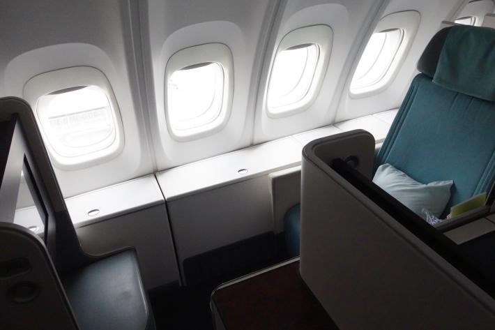 大韓航空 KE704便 成田ー仁川 ビジネスクラスの機内食と機材 B747-8i 2018年12月 大田・ソウルの旅(1)_f0117059_17084385.jpg