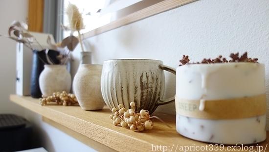 キッチンの飾り棚、エアプランツと多肉植物で模様替え_c0293787_21203012.jpg