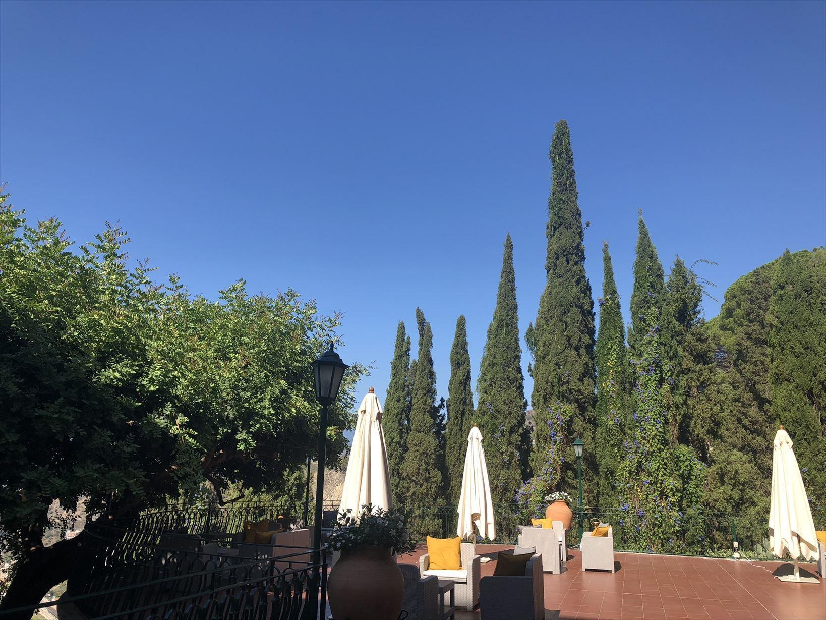 シチリア/41 タオルミーナのホテル Villa Diodoro_a0092659_18093525.jpg