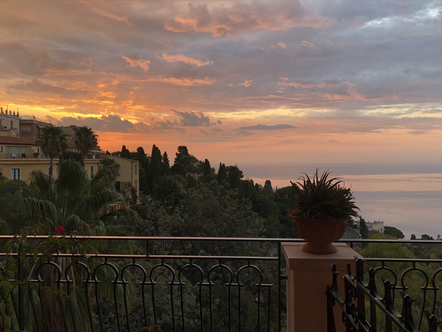 シチリア/41 タオルミーナのホテル Villa Diodoro_a0092659_18105885.jpg