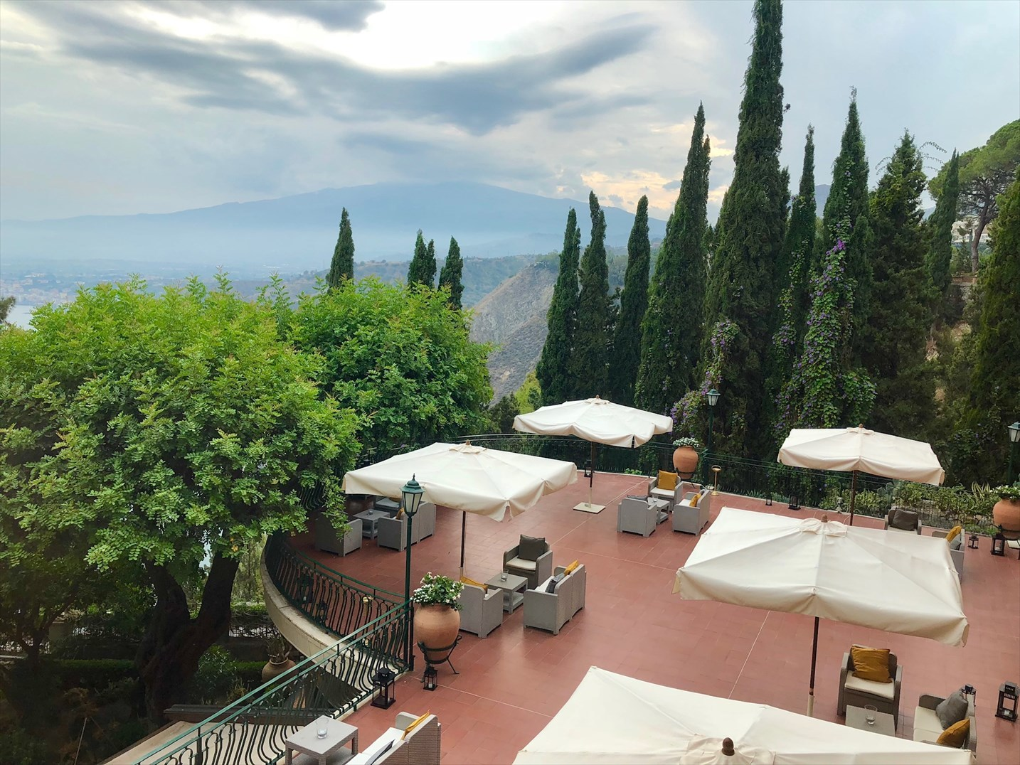 シチリア/41 タオルミーナのホテル Villa Diodoro_a0092659_18131261.jpg